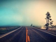 lomo风格的马路PPT背景图片
