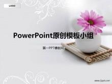 淡雅白色背景鲜花主题PPT模板下载
