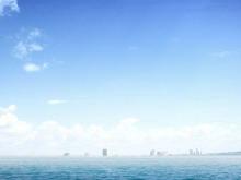淡雅蓝色海洋海平面PowerPoint背景图片下载