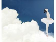 天空中跳舞的女孩PPT背景图片