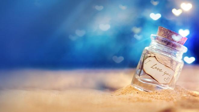 背景,闪耀着五彩缤纷的光芒,照耀在爱情许愿瓶之上,散发着温馨的气息