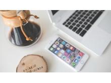 苹果电脑与苹果手机PPT背景图片