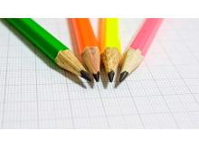 彩色铅笔PPT背景图片
