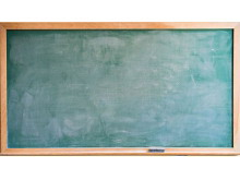 2张教室黑板PPT背景图片