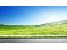高速公路旁边的蓝天白云草地PPT背景图片