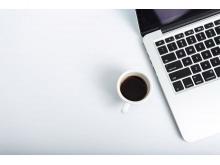 笔记本电脑与咖啡PPT背景图片