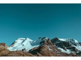 雪山山峰自然风光PPT背景图片