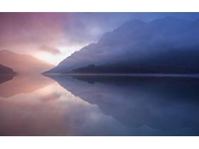 紫色唯美湖光山色PPT背景图片