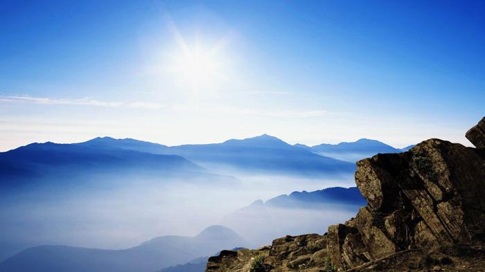 群山云海PPT背景图片