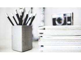 黑白笔筒记事本PPT背景图片