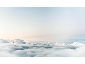 天空云海PPT背景�D片