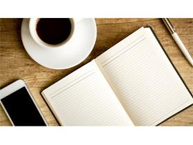 木质桌面咖啡杯记事本PPT背景图片