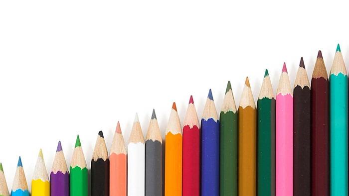 递进排列的彩色铅笔PPT背景图片