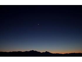 夜幕下的群山PPT背景图片