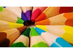 围成圆圈的彩色铅笔PPT背景图片