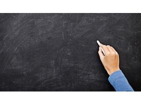 手拿粉笔在黑板写字PPT背景图片