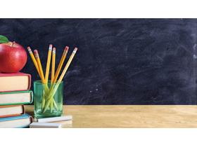 黑板前的讲桌PPT背景图片