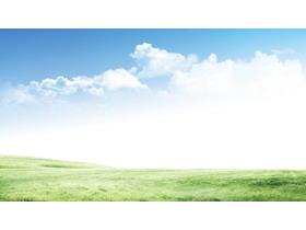 清新自然的蓝天白云草地PPT背景图片