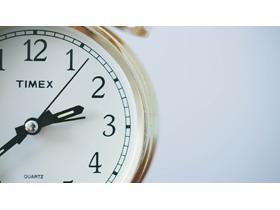 两张钟表时间有关的PPT背景图片