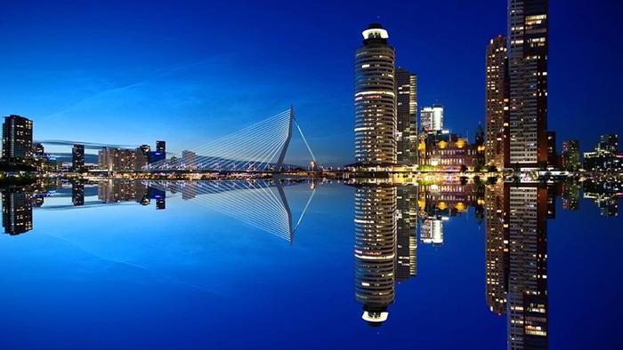 蓝色城市夜景幻灯片背景图片