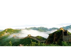 烟雾缭绕的万里长城PPT背景图片