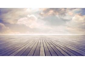 柔和色�{的地板�c天空PPT背景�D